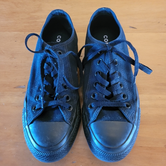 Converse black on black lace up low top sneakers
